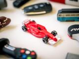 Ett USB-minne som ser ut som en Formel 1-bil
