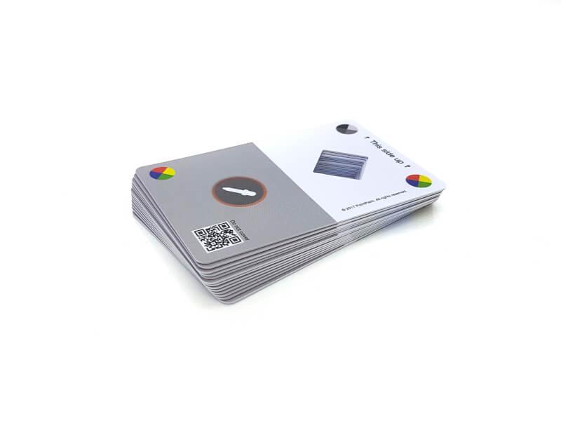 Plastkort med stansat hål